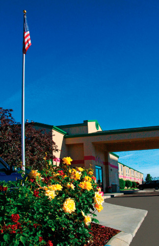 A view of the gardens and guest entry at Mr Sandman Inn & Suites - Meridian, Idaho